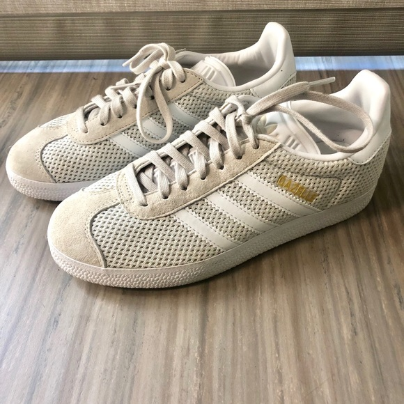 Adidas women's size 5.5 Gazelle Suede tip Shoes